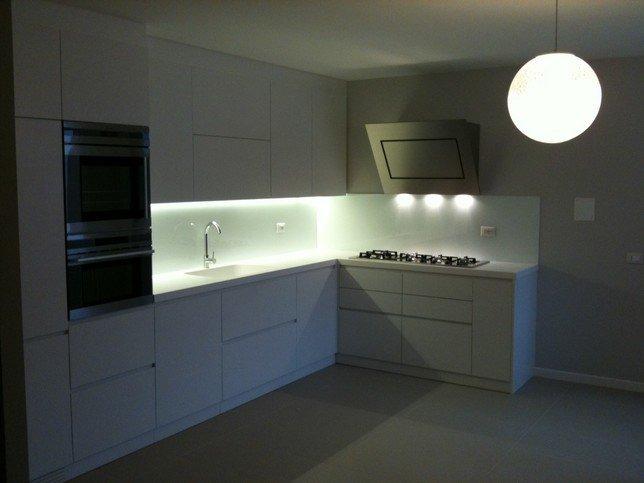 luci integrate mobili cucina: all'interno, all'esterno